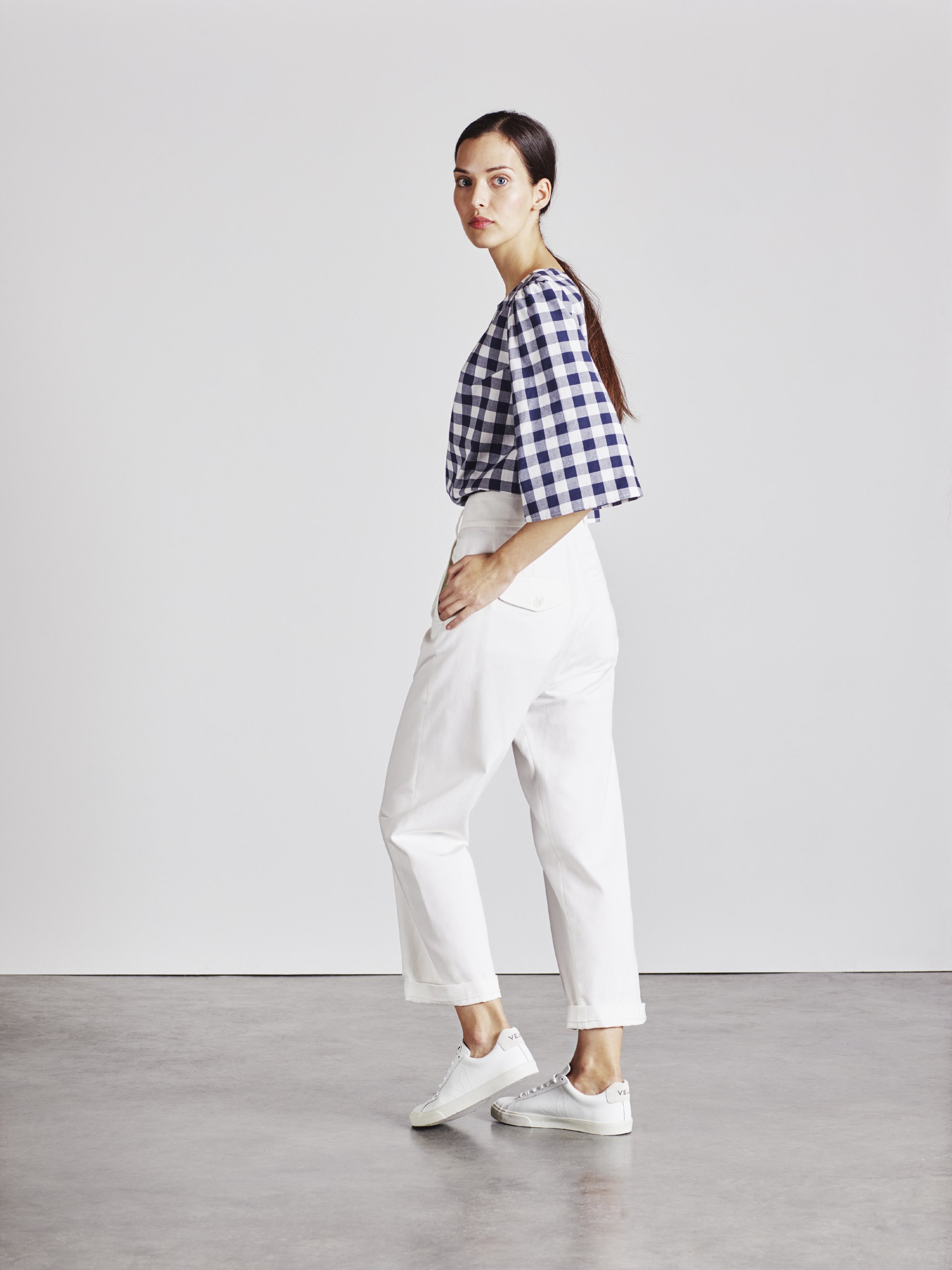 White high wasted trousers
